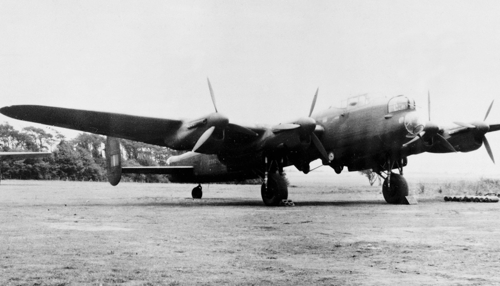 Guy Gibson's modified Lancaster B.I, ED825/G, pictured with and without the special 'Upkeep' weapon designed by Barnes Wallis and used by 617 Squadron to attack dams in the Ruhr industrial heartland of Germany on 16/17 May 1943 © Crown Copyright